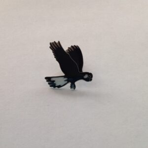 Black cockatoo lapel pin